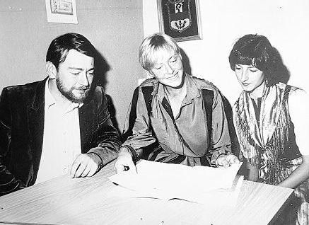 Vor 25 Jahren startete die Arbeiterwohlfahrt Bürgerhilfsstelle und ambulante Krankenpflege in Mitterteich. Mit dabei waren (von links) Erich Tilp, Hannelore Bienlein-Holl und Krankenschwester Helga Wenzel.