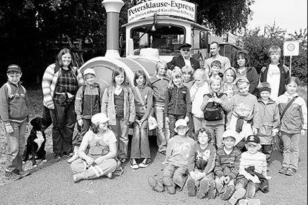 21 Kinder fuhren kürzlich mit der Bimmelbahn von Mitterteich aus nach Fuchsmühl. Vor Ort stand eine Wanderung auf dem Programm. Der von der AWO organisierte Ausflug war Teil des Mitterteicher Ferienprogramms.
