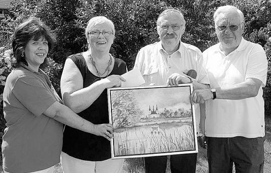 Eine Geldspende sowie ein Gemälde überreichte der Tirschenreuther Künstler Hans Schiffmann (Zweiter von rechts) an die Arbeiterwohlfahrt. Darüber freuten sich AWO-Kreisvorsitzender Erich Köllner (rechts), die Mitterteicher AWO-Ortsvorsitzende Angelika Würner und Kreisgeschäftsführerin Hannelore Bienlein- Holl (von links).