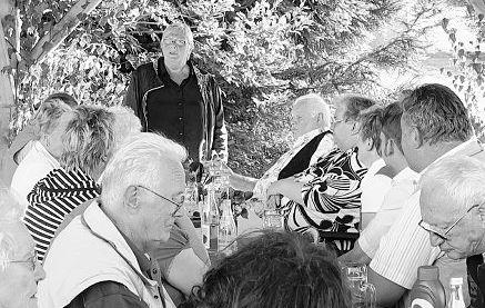 Für Abwechslung in der Seniorenresidenz sorgte das Grillfest der AWO. Hannelore Bienlein-Holl dankte dabei auch den Mitarbeiterinnen für die engagierte Arbeit.