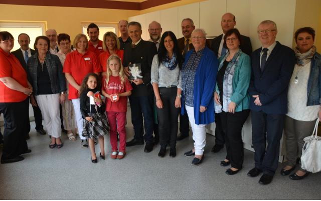 Kirchlicher Segen für neue Räume der Geschäftsstelle