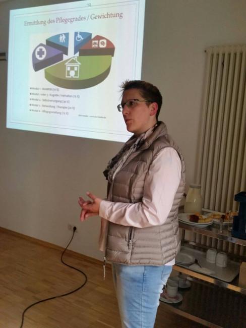 Pflegedienstleiterin Bettina Sammet während ihres Vortrags