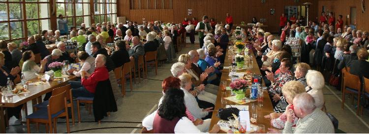 Volles Haus beim Benefizkonzert 2016 in der Fuchsmühler Mehrzweckhalle