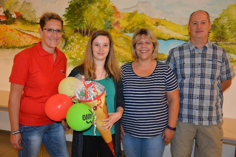 AWO-Geschäftsführerin Angelika Würner (Zweite von rechts) stellte Ina Döhler (Zweite von links) als neue Auszubildende vor. Mit im Bild Pflegedienstleiterin Bettina Sammet und Inas Vater, AWO-Vorsitzender Thomas Döhler