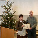 5000 Euro des AWO Ortsvereines Erbendorf mit Vorsitzender Brigitte Scharf und Kreisvorsitzendem Thomas Döhler