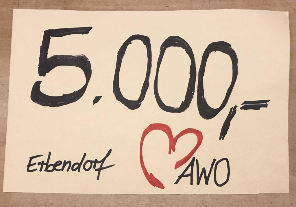 5000 Euro spendet der AWO Ortsverein Erbendorf dem Kreisverband für die Anschaffung eines neuen Fahrzeuges für den ambulanten Pflegedienst