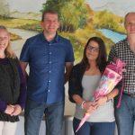 Zum Ausbildungsbeginn wurde Sindy Hermann von stellvertretender Geschäftsführerin Sabine Kirchmann (links), AWO-Kreisvorsitzendem Thomas Döhler (rechts) und ihrem Ausbilder Jürgen Kirchmann begrüßt.