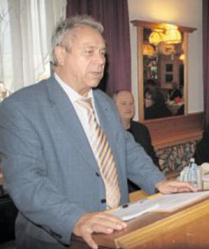 Bezirksvorsitzender Siegfried De- pold informierte sich über die An- gebote der Arbeiterwohlfahrt im Landkreis Tirschenreuth.