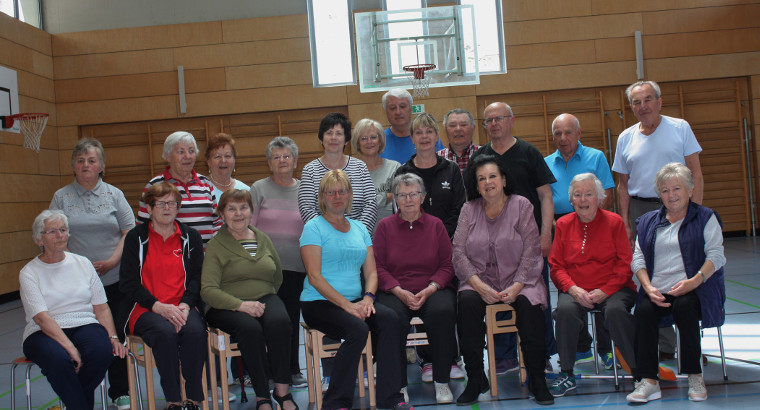 Die Sportgruppe mit der geehrten Bettina Steckermeier